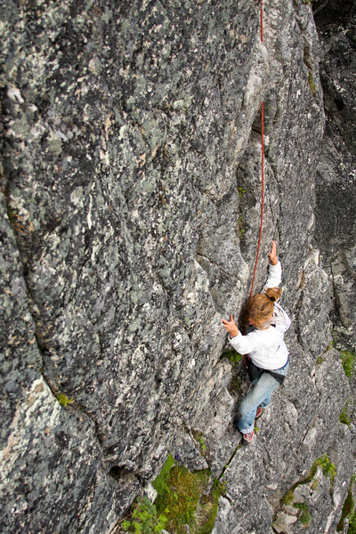 Hatcher Pass granite provides contrast as Melissa moves higher on <i>Toto 5.7</i>.