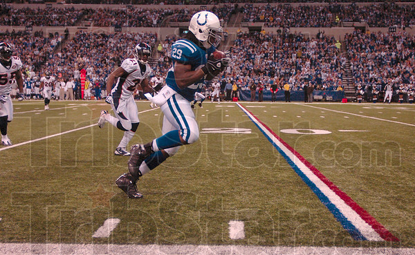 Tribune-Star/Joseph C. Garza<br /> He's on the 20...: Indianapolis running back Joseph Addai nears the twenty yard line after he caught a Peyton Manning pass during the Colts' win over the Broncos Sunday in Indianapolis.