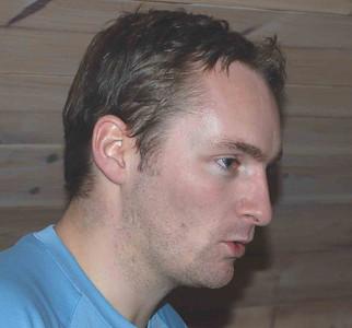 Trener Arne gir instrukser.