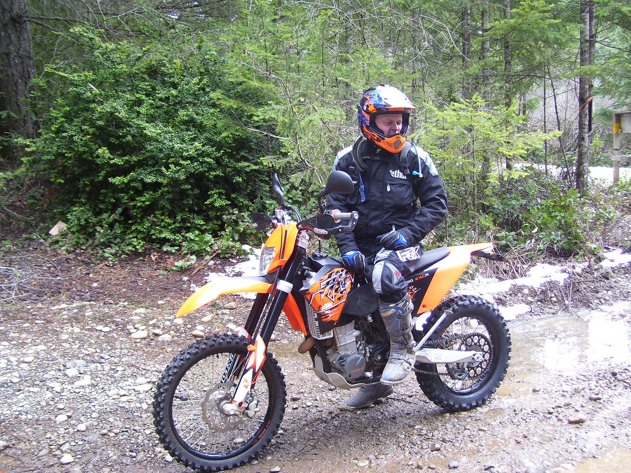 Rollie came all the way from Vancover, WA. Nice KTM 450 EXC. Now that's a Dual Sport..!!