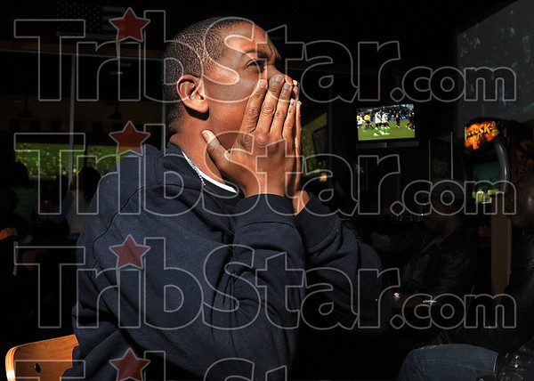 Tribune-Star/Joseph C. Garza<br /> Hoping for revenge for his Ravens: Just as a late second quarter Kurt Warner pass looked like an Arizona touchdown, Steeler James Harrison ruined many an Arizona fans' dream with an interception and a touchdown. Here, Pittsburgh anti-fan Nick Thomas (heÕs a Baltimore Ravens supporter) reacts Sunday at Buffalo Wild Wings as Arizona's Kurt Warner throws the pass, Harrison intercepts it and then runs it back for a touchdown.