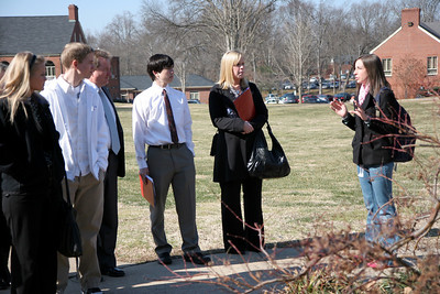 Prospective students visit GWU Campus during a University Dawg Days.