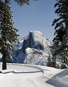 The view as I skied to Glacier Point.