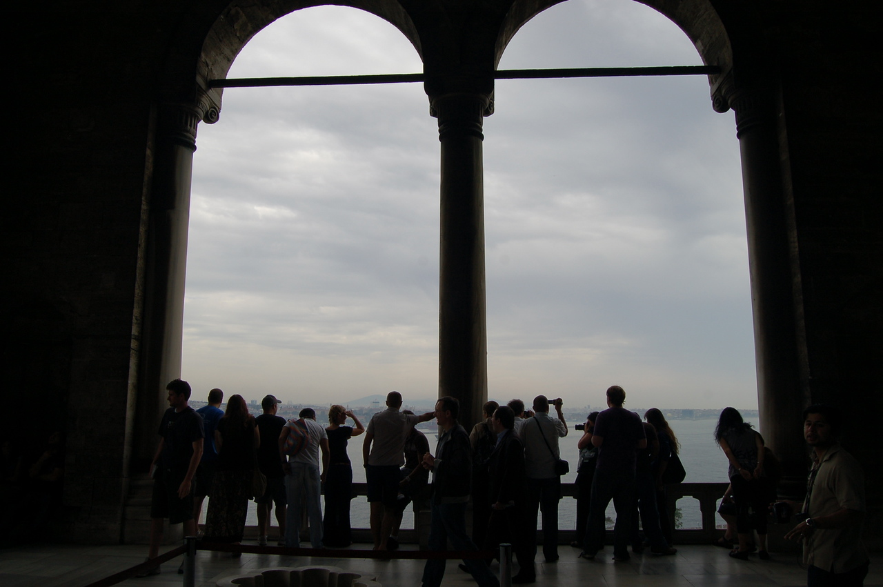Topkapı Palace - tourists looking at the Bosphorus