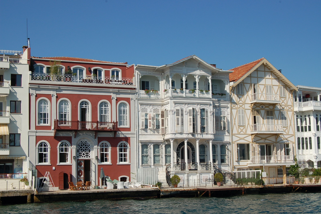 Houses along Bosphorus
