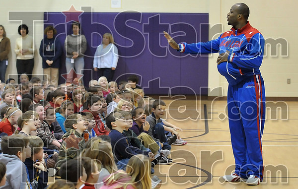 "Tribune-Star/Joseph C. Garza<br /> No photos, please: Harlem Globetrotter Herbert ""Moo Moo"" Evans discourages a photographer as he holds a basketball under his shirt to demonstrate what happens when one doesn't eat right Thursday at Rio Grande Elementary."