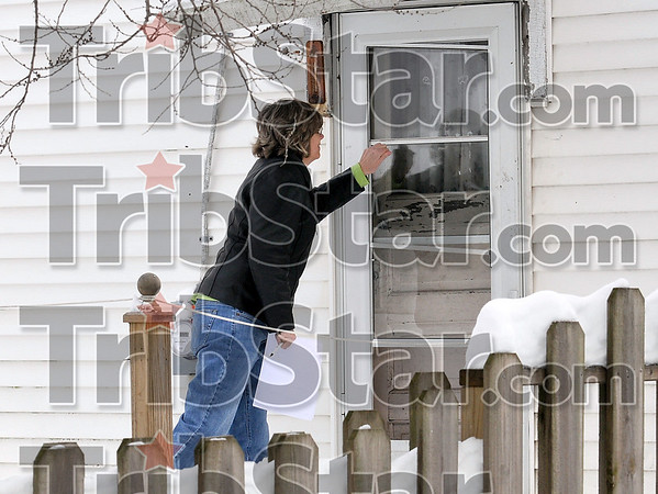 Tribune-Star/Joseph C. Garza<br /> Counting and accounting: Reba Luken with the Children's Bureau knocks on the backdoor of a residence on north 14th Street Thursday. Luken was helping with the homeless count.