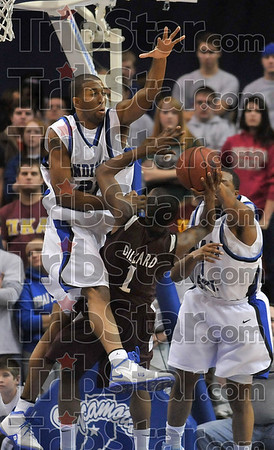 Tribune-Star/Joseph C. Garza<br /> Lane closed: Southern Illinois's Kevin Dillard tries to get past Indiana State's Isiah Martin and Harry Marshall to no avail during the Salukis' win Wednesday at Hulman Center.