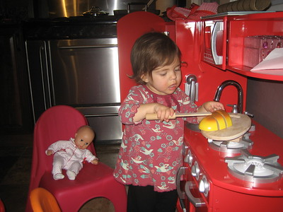Mama Mia Very Carefully Slices Bread for Baby Dot
