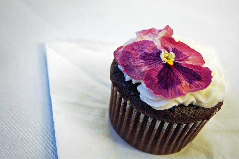 Pansy Cupcake 1