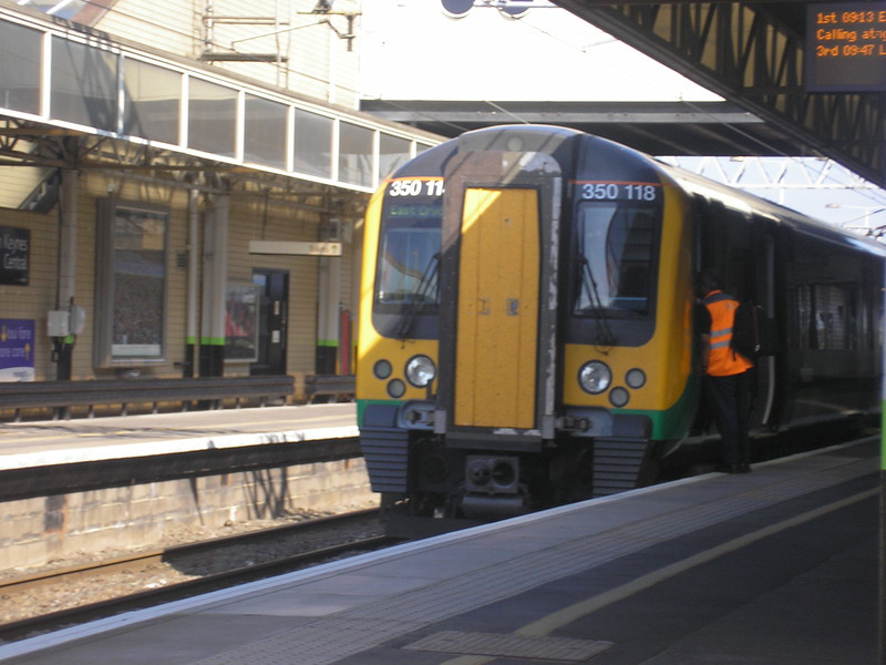 London Midland 350118 on loan to Southern for East Croydon service