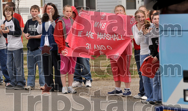 Tribune-Star/Joseph C. Garza<br /> 31 and O yeah!: Marshall grade school students hold up a sign touting the high school boys basketball team's record as the bus taking them to Peoria drives by Thursday in Marshall, Ill.