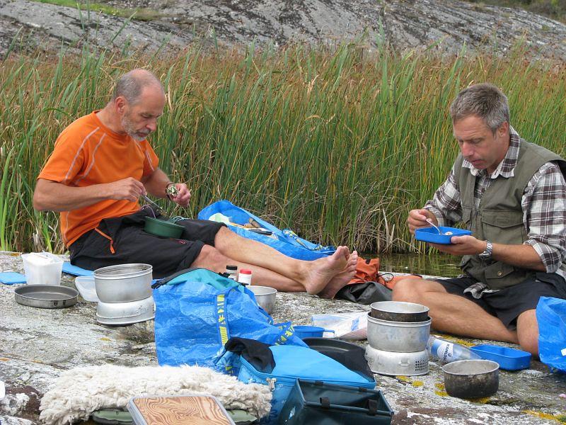 Johan och Thomas vid lunch på Grötö