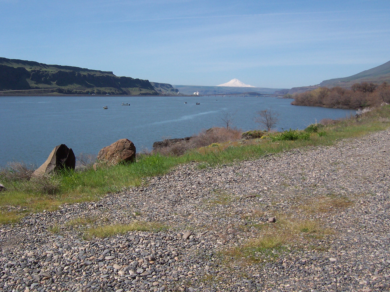Sunday the 19th, We road a gravel Rd along the Columbia to John Day Dam. Mt Hood & fishermen