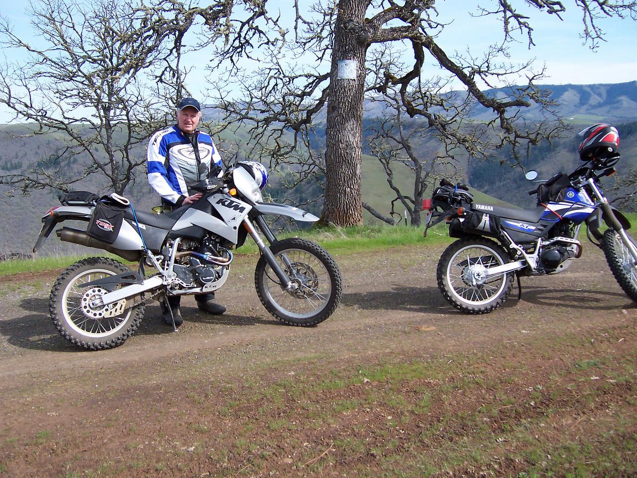Fisher Hill Rd running along Klickitat Canyon