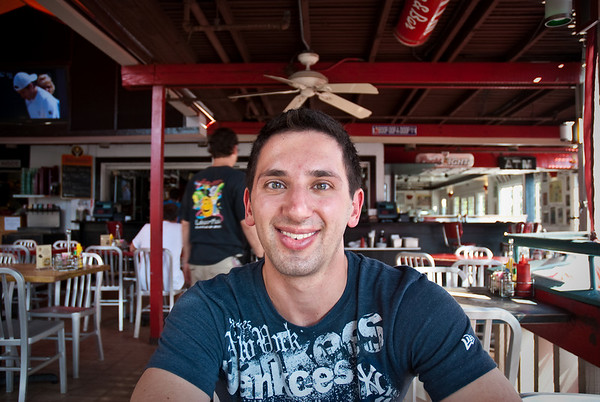 Aaron at our first lunch in Maui: Cool Cats for yummy burgers!