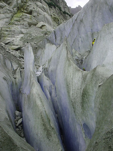 Where the glacier rounded a bend it bunched up, throwing up massive ice walls and crevasses.