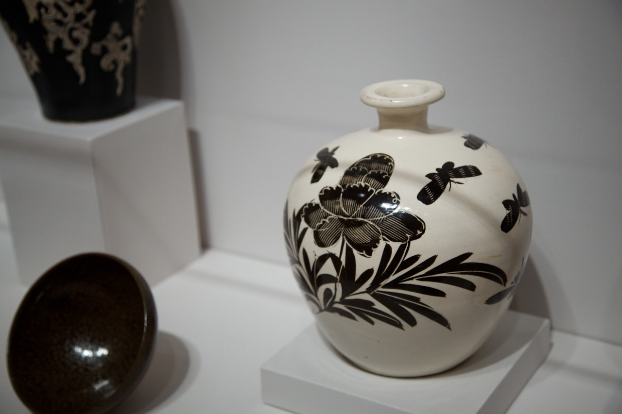 Japanese porcelain in the Arthur M. Sackler Museum at Harvard.