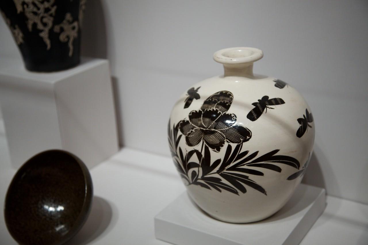 Japanese porcelain in the Arthur M. Sackler Museum at Harvard.