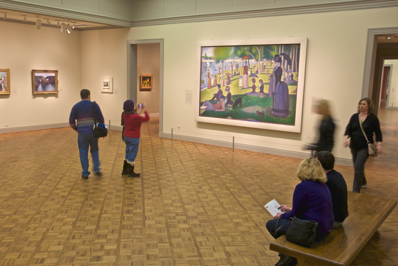 At the Art Insitute of Chicago: more gallery visitors with Georges Seurat's (1859–91), 'Un dimanche après-midi à l'Île de la Grande Jatte' (1884).
