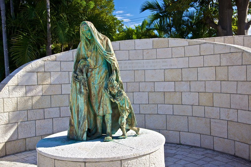 "The statue at the entrance to the <a href=""http://en.wikipedia.org/wiki/Holocaust_Memorial_on_Miami_Beach"" title=""Holocaust Memorial on Miami Beach - Wikipedia, the free encyclopedia"">Holocaust Memorial on Miami Beach</a>."