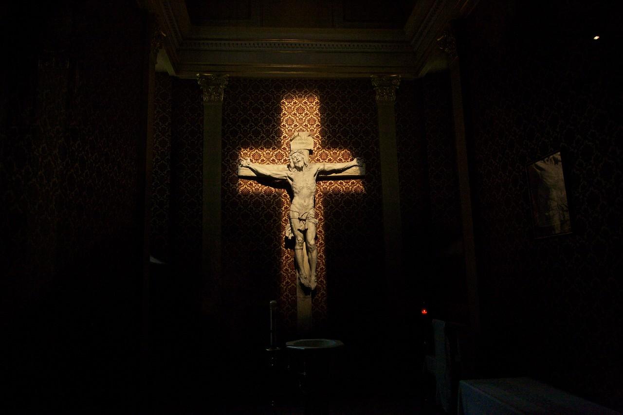 Holy Cross chapel, Cathédrale Marie-Reine-du-Monde.