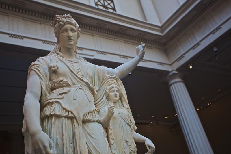 Roman statue. (Met.)