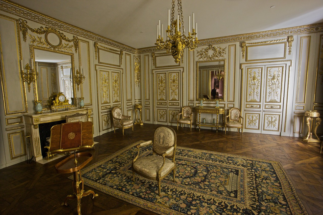 A room from the Hôtel de Cabris at Grasse (built 1771–5). (Met.)