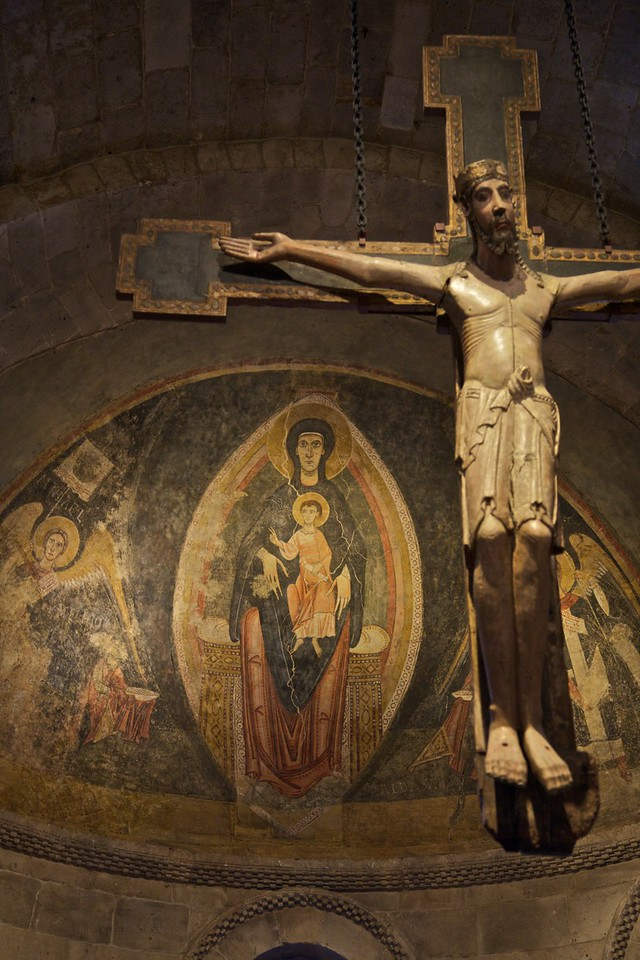 Crucifix and stucco dome inside the Fuentidueña Apse (Spanish, c. 1175–1200), from the church of San Martín at Fuentidueña, near Segovia. (Cloisters)