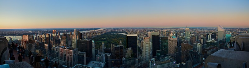 View over Central Park from the GE Building at Rockefeller Center, looking due north (really north-east, due to the orientation of Manhattan Island). To the west (left) is the Hudson River, beyond which is New Jersey.