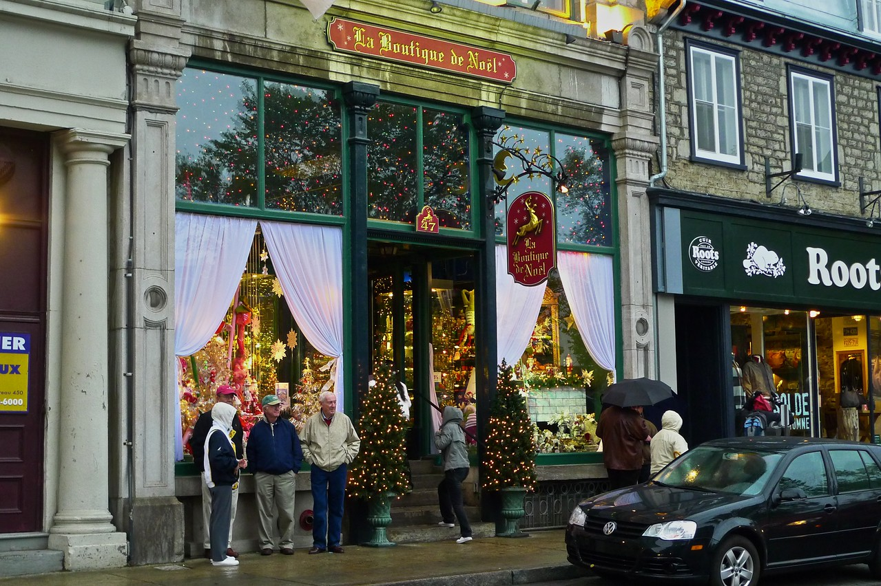 As I walked through Quebec on the afternoon I arrived, it was so cold and damp that I thought it felt like Christmas (in the northern hemisphere…). Just as I began to think this, I turned the corner and saw this 'Boutique de Noël' opposite the basilica.