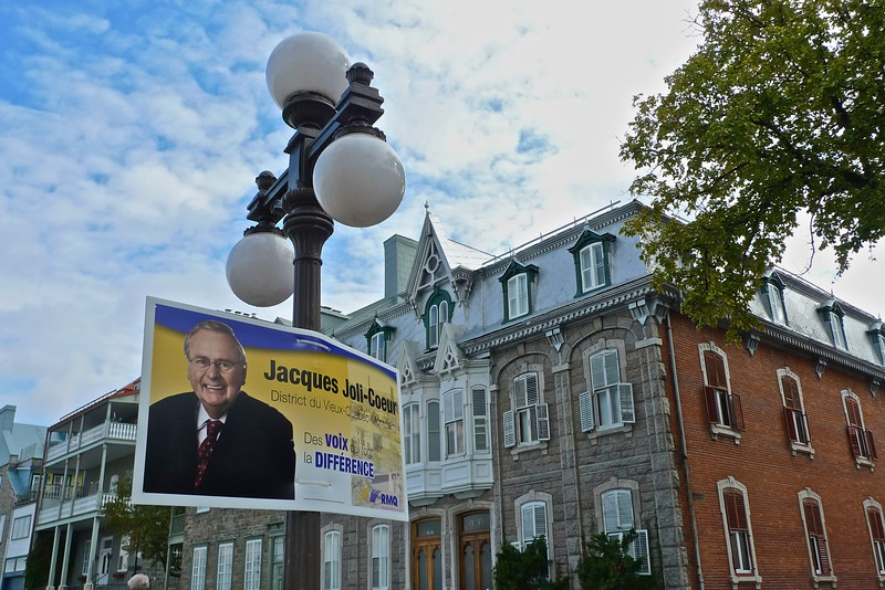 A campaign advertisement before the local council elections for a candidate for the Renouveau municpal de Québec (RMQ).