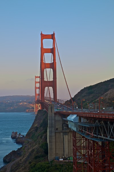 The Golden Gate Bridge from its northern end.