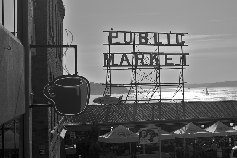 The famous neon sign above the entrance to Pike Place Market in Seattle.