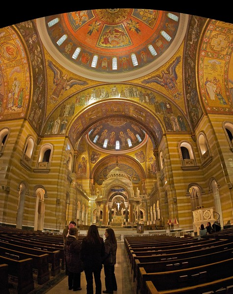 Tourists gathered in the central aisle of the basilica at St Louis. (Five-photo stitch.)