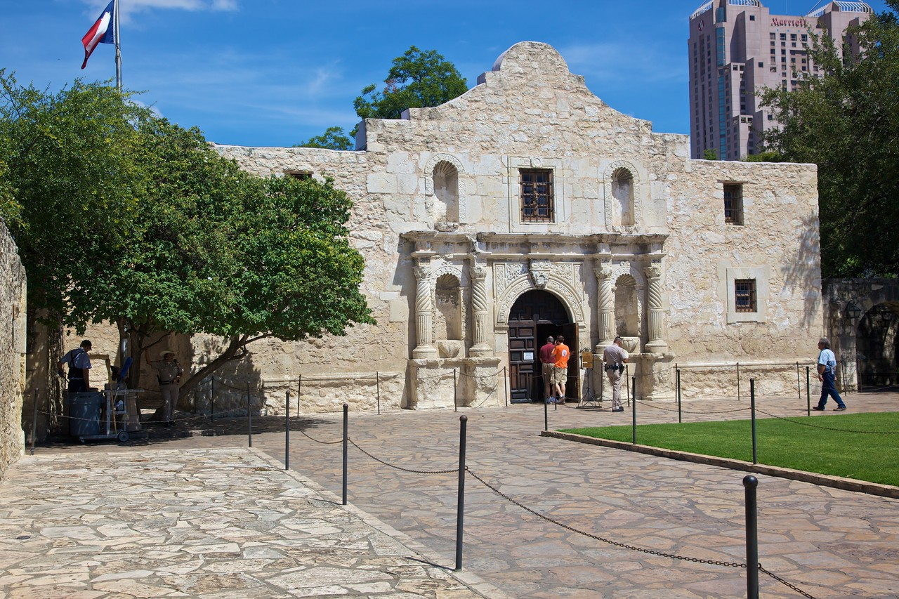 The Alamo, the former Spanish Catholic Mission, where in 1836 about 200 people fighting for Texan independence were besieged by the Mexican president, General Santa Anna. After thirteen days, they were driven out and slaughtered by columns of Mexican soldiers. The Alamos has thus come to be a cornerstone of the Texan consciousness, symbolizing the Texan spirit of independence, being an example of great courage in the face of adversity. The only thing is, it would have been considerably <strong>more</strong> remarkable if they had in fact succeeded in defending the Alamo—a real David and Goliath story—but, as it is, we have a story of some men getting besieged and then getting defeated by the far stronger army which surrounded them. Say what you like about spirit of independence—and it is remarkable that they were able to hold out for so long—but it was still a resounding defeat.  There is not much to see in the Alamo today, which is of course a significant stop on the tourist trail of San Antonio: the authorities have turned it into a shrine to the men who died defending the Alamo, with no divergent opinion allowed.