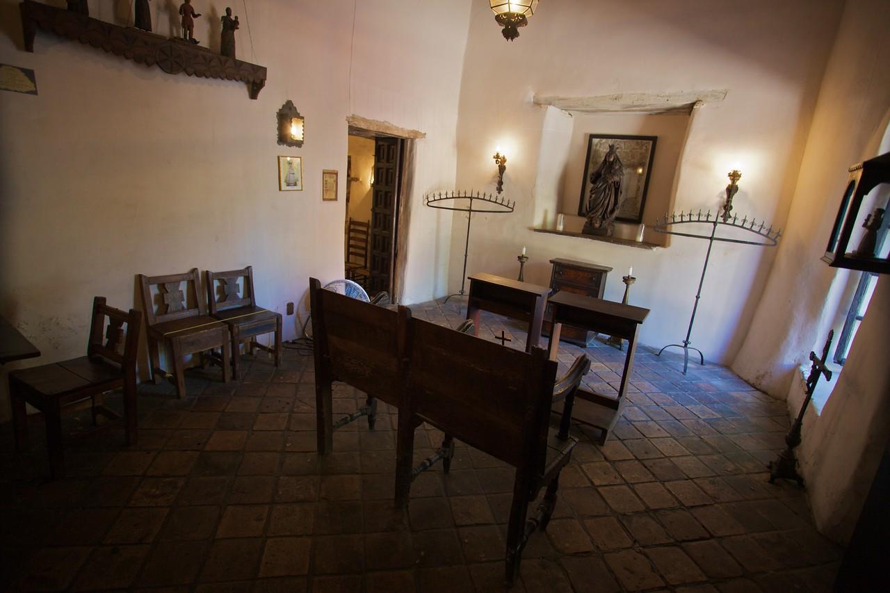 Inside the Palace of Spanish Governor, San Antonio: the chapel.