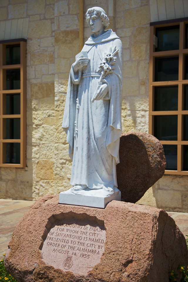 Another station of St Anthony of Padua, this time near the cathedral of San Fernando in San Antonio.