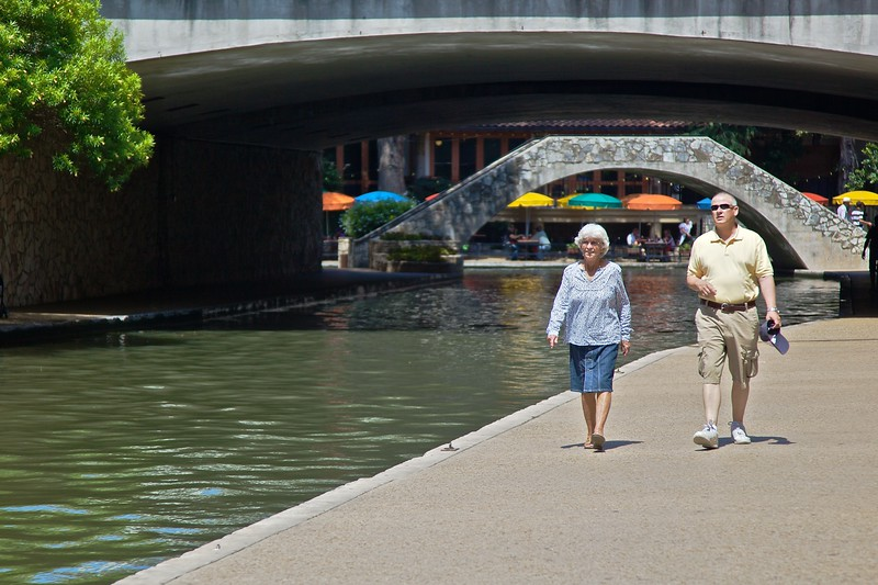 The river walk (paseo del río) is one of the principal tourist attractions in San Antonio: below street-level some well-maintained footpaths follow about three miles of the San Antonio river and interconnecting canals. The river walk was the idea of a local businessman in the 1920s, but it was constructed with funding and support from the Federal government, as part of F.D. Roosevelt's Public Works Programme. Now the central portions of the river walk are packed with tourists, and tens of riverside restaurants and bars seemed to be doing a roaring trade when I was there.<br /> <br /> It is remarkable how much more comfortable it was being beside the river compared to being on the street. Temperatures were about 102ºF on the two days I was in San Antonio, but at river-level it was very pleasant. Being on the street is uncomfortable because the vast expanses of concrete and other paved surfaces reflect very dry heat back up to you, whereas the river, with the trees and other plants along its edge, humidifies the air just enough to make walking the long distances quite comfortable even in such hot weather.