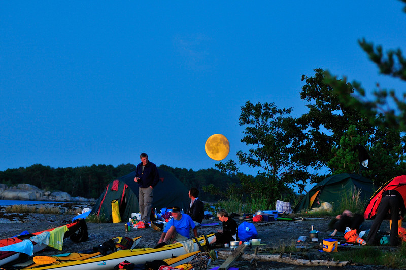 Sen kom månen som stog för upplysningen på nattpasset.....