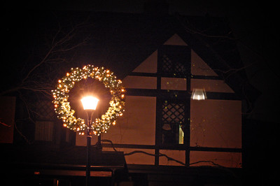 Lamp post wreath