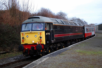 47715 'Poseidon' arrives at Bedale with the last westbound train of the day, the 1450 Leeming Bar-Redmire (04/01/2009)