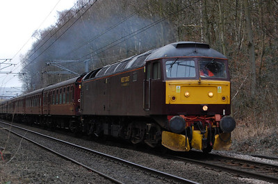 47760 accelerates through Hirst Wood, Saltaire, with 5Z77 1054 Carnforth-Barnetby ecs (27/02/2009)