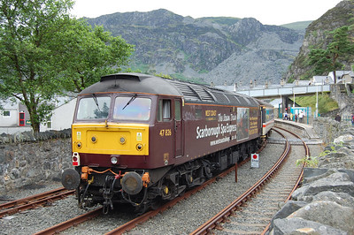 On arrival at Blaenau the stock was stabled in the run-round loop to allow the following service train to arrive/depart. 47826 is pictured against the backdrop of the surrounding slate-covered hills (11/07/2009)