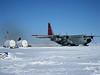 The plane is pumping fuel to the camp.<br /> <br /> Flyet pumper brændstof til lejren.