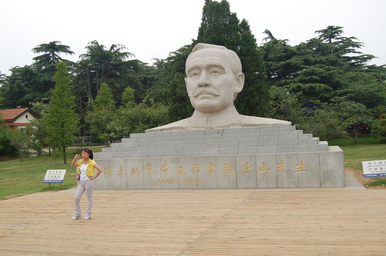 famous man sculpture!