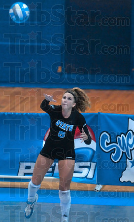 Tribune-Star/Joseph C. Garza<br /> Sycamore serve: Indiana State freshman Emily Mozwecz of Chesterton serves to the UMKC team during the Sycamores' game against the Roos Saturday in the Best Western Sycamore Classic at Indiana State.