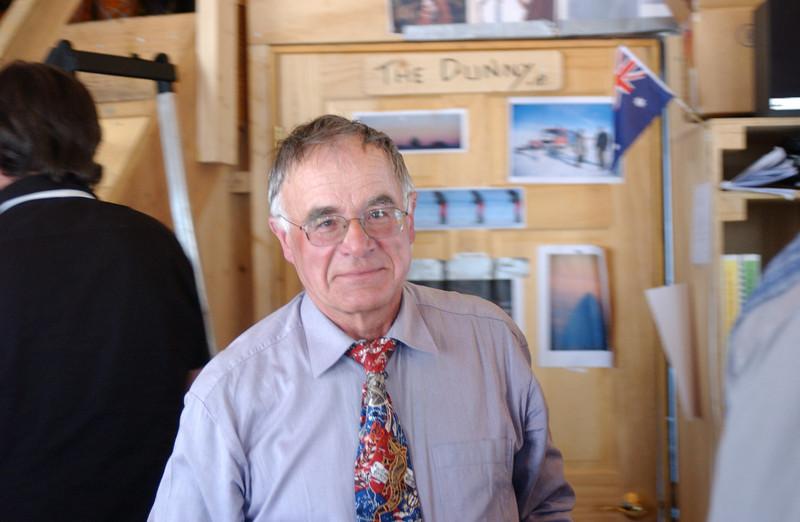 Ice coring mecanics veteran Henry Rufli.<br /> <br /> Isboremekaniker-veteranen Henry Rufli.