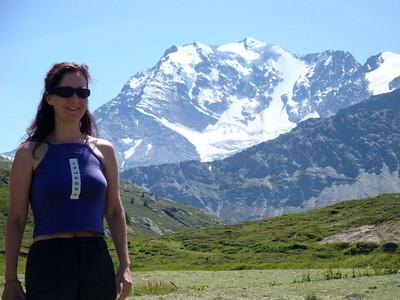 Jasmijn with mountains