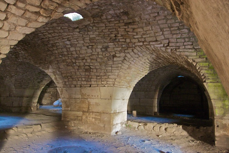 A low-ceilinged chamber in the Crac des Chevaliers.